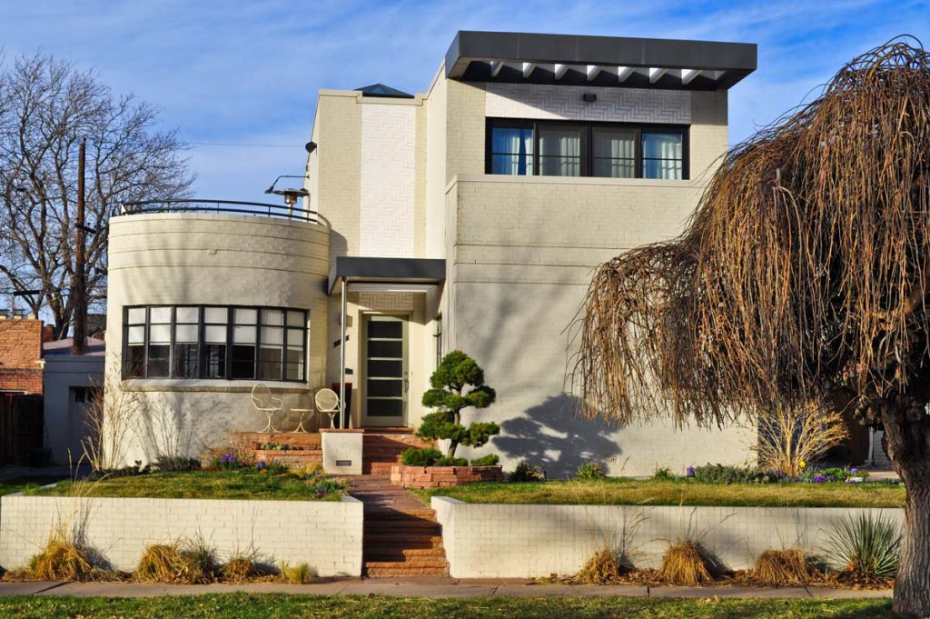 International style home in Belcaro