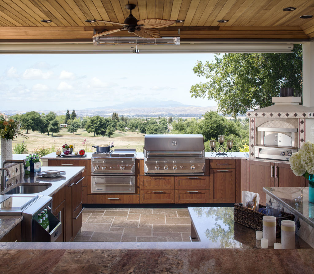 Outdoor kitchen with mountain view